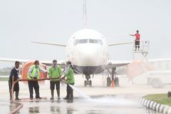 Flygplansunderhåll som undviker inverkan av den vulkaniska askaen royaltyfria bilder