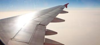 Flygplanvinge i atmosfärnivå Royaltyfri Foto