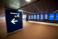 Flygplats Charles de Gaulle - Paris royaltyfri fotografi