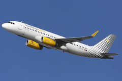 Flygplats för Vueling flygbuss A320 Barcelona Arkivbilder