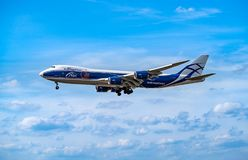 FLYGPLATS FRANKFURT, TYSKLAND: JUNI 23, 2017: Boeing 747-200F AirBri Arkivbild