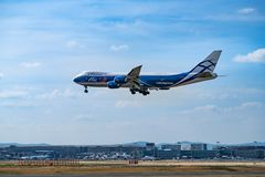 FLYGPLATS FRANKFURT, TYSKLAND: JUNI 23, 2017: Boeing 747-200F AirBri Arkivbilder