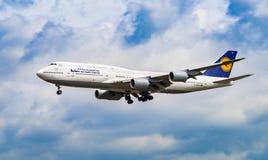 FLYGPLATS FRANKFURT, TYSKLAND: JUNI 23, 2017: Boeing 747 LUFTHANSA L Arkivfoto