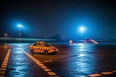 Flygplats på natten Arkivbild