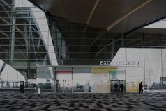 Flygplats Platov som byggs för den FIFA världscupen 2018 Vinter Passagerare förbereder sig för flyg royaltyfria foton