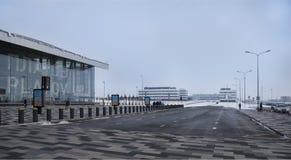 Flygplats Platov som byggs för den FIFA världscupen 2018 Vinter Passagerare förbereder sig för flyg Medel är att fortskrida arkivbilder