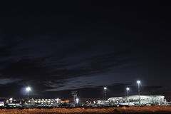 Flygplats vid natt Arkivfoton
