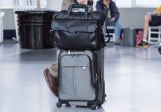 Flygplatsaffärsresande royaltyfria foton