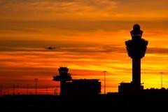 flygplatsamsterdam schiphol solnedgång Arkivfoto