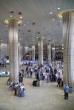 Flygplatsankomst Hall i Tel Aviv, Israel Arkivbild