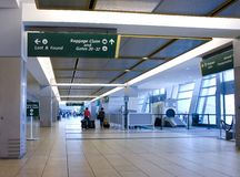flygplatsankomster Arkivfoto