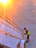 Flygplatsarbetare och trappuppgång Arkivfoton