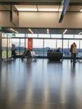 Flygplatsavvikelsevardagsrum i Wien Royaltyfria Foton