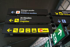 flygplatsbackround buttons tecken vita Arkivfoton