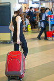 flygplatsbagagekvinna Royaltyfri Bild