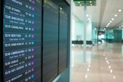 Flygplatsbrädeavvikelser meddelar det nästa flygschemat arkivfoton