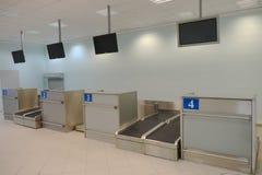 flygplatsbrandnameskontrollen vänder inget igenkännligt mot Arkivfoton