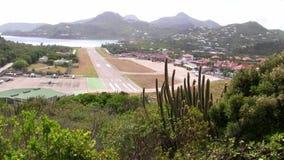 Flygplatsen av helgonet Barthélemy, en exklusiv ö i det karibiskt stock video