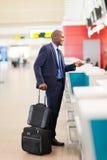 flygplatsen kontrollerar in Fotografering för Bildbyråer