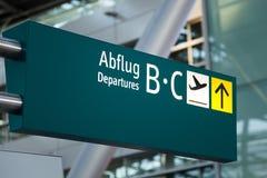 Flygplatsen undertecknar Arkivfoton