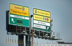 Flygplatsen undertecknar uppvisning av olika terminaler på den LaGuardia flygplatsen, New York City arkivbild