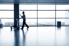 flygplatsfolksilhouettes Arkivfoton