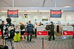 Flygplatsincheckningbehandling Royaltyfri Foto