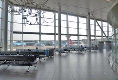 flygplatsinterior schiphol Arkivfoto