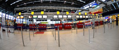 flygplatskontroll prague Royaltyfria Bilder