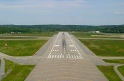 flygplatslandningsbana royaltyfri fotografi