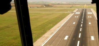 Flygplatslandningsbana i Timisuara - Rumänien royaltyfri foto