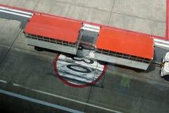 Flygplatslandningsbanatecken Arkivfoton