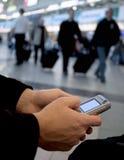 flygplatsmeddelandet överför Arkivfoton
