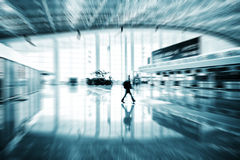 flygplatspassagerare shanghai Arkivbild