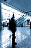flygplatspassagerare shanghai Arkivfoto