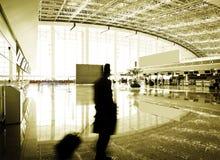 flygplatspassagerare shanghai Royaltyfri Bild