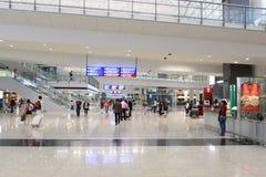 flygplatsportinterior till walkwayen Royaltyfri Bild