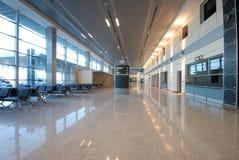 Flygplatssäkerhet och korridor arkivbild