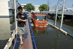 flygplatsuniversitetslärare som flooding internationell mueang Arkivbild