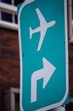 flygplatsvägmärke Arkivbilder