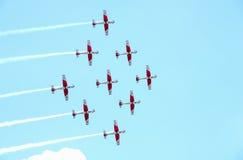 Flygshow av det schweiziska akrobatiska klipska laget på Lugano royaltyfria foton