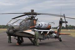 Flygshow i en Apache AH-64D helikopter Arkivbild