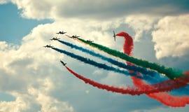 Flygshow i en sommardag Arkivfoton