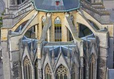 Flygstöd på kyrka i Ghent, Belgien fotografering för bildbyråer