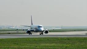 FLYGTUR! Air France som åker taxi i den Frankfurt flygplatsen, FRA lager videofilmer