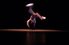 flygtur för höft för b-pojkedansare Arkivbilder