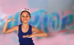 Flygtur för liten flickadanshöft arkivbild