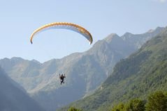 Free Flying Paraglider Stock Images - 3183264