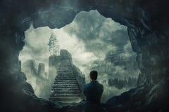 Flykt från den mörka grottan royaltyfri foto