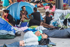 Flyktingar på den Keleti drevstationen i Budapest Royaltyfria Foton